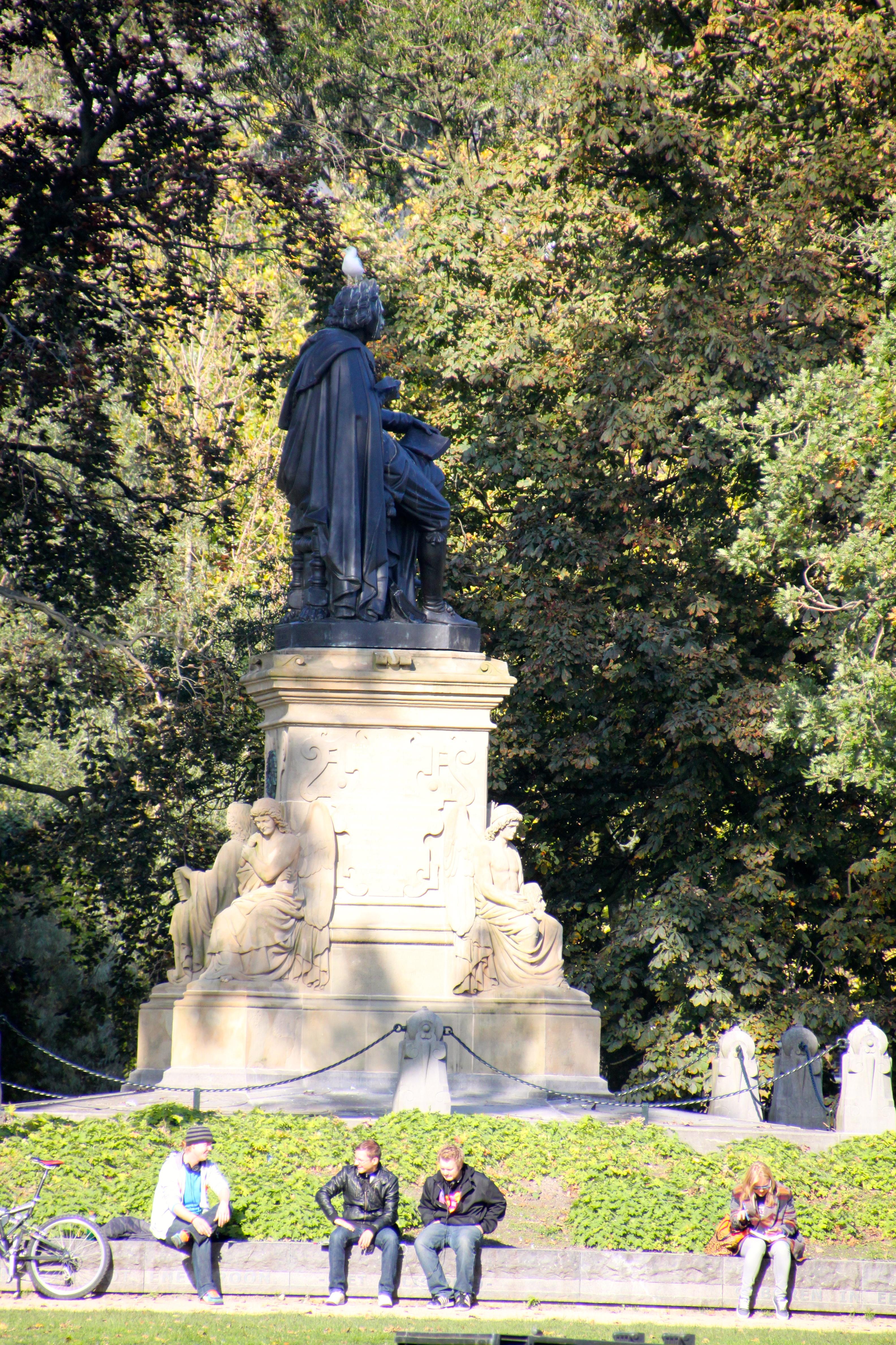 Estatua de Joost Van Den Vondel - Vondelpark (Amsterdam)