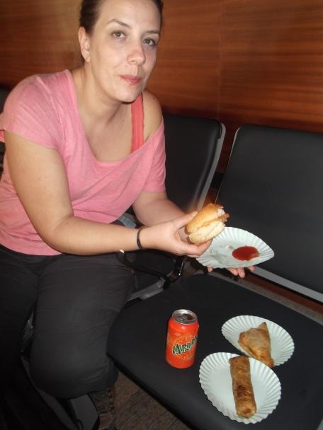 Comiendo en aeropuerto Jaipur