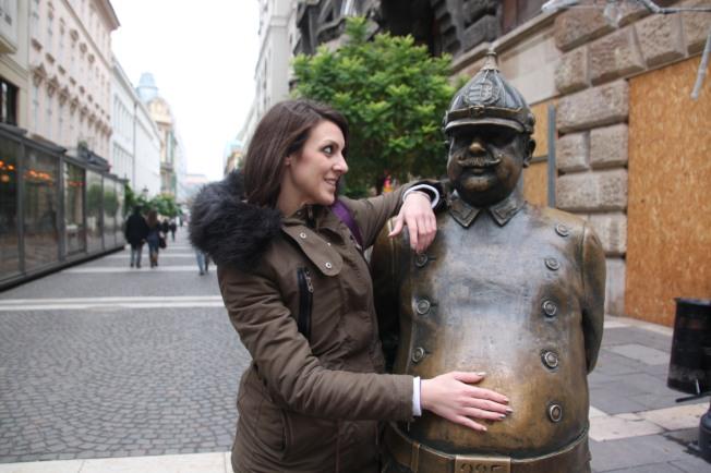 Estatua que te encuentras por la ciudad de Budapest.